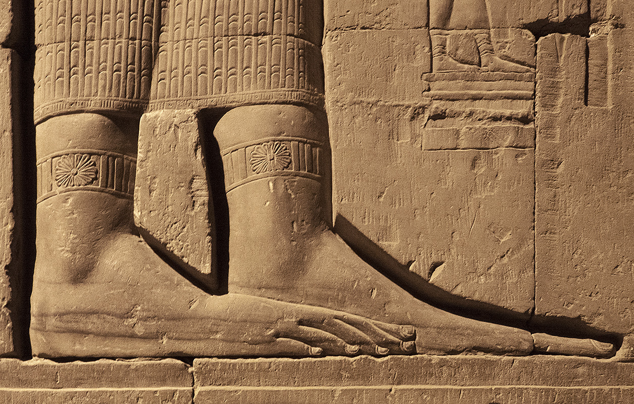 Kom Ombo Big Feet, Little Feet