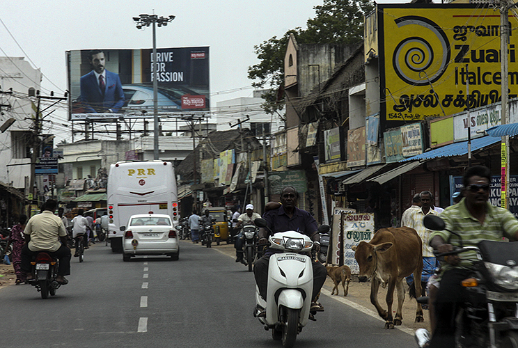 Kumbakkonam :: Street with Yellow Sign